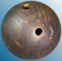 Avant 1914, les boules étaient fabriquées de quel matériel?